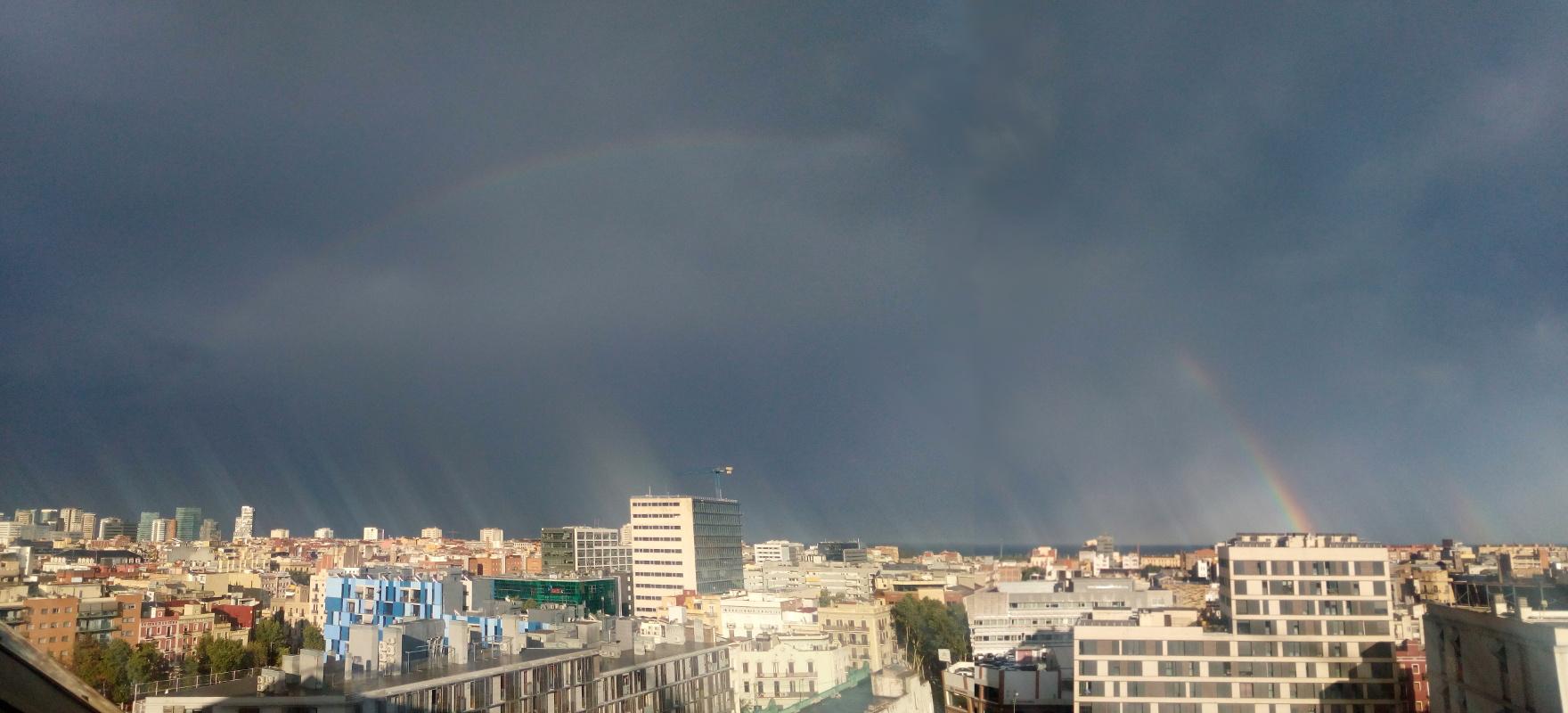 Duplo arco-íris sobre Poble Nou.